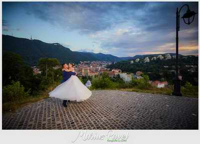 Love the dress la Cetatea Brasovului