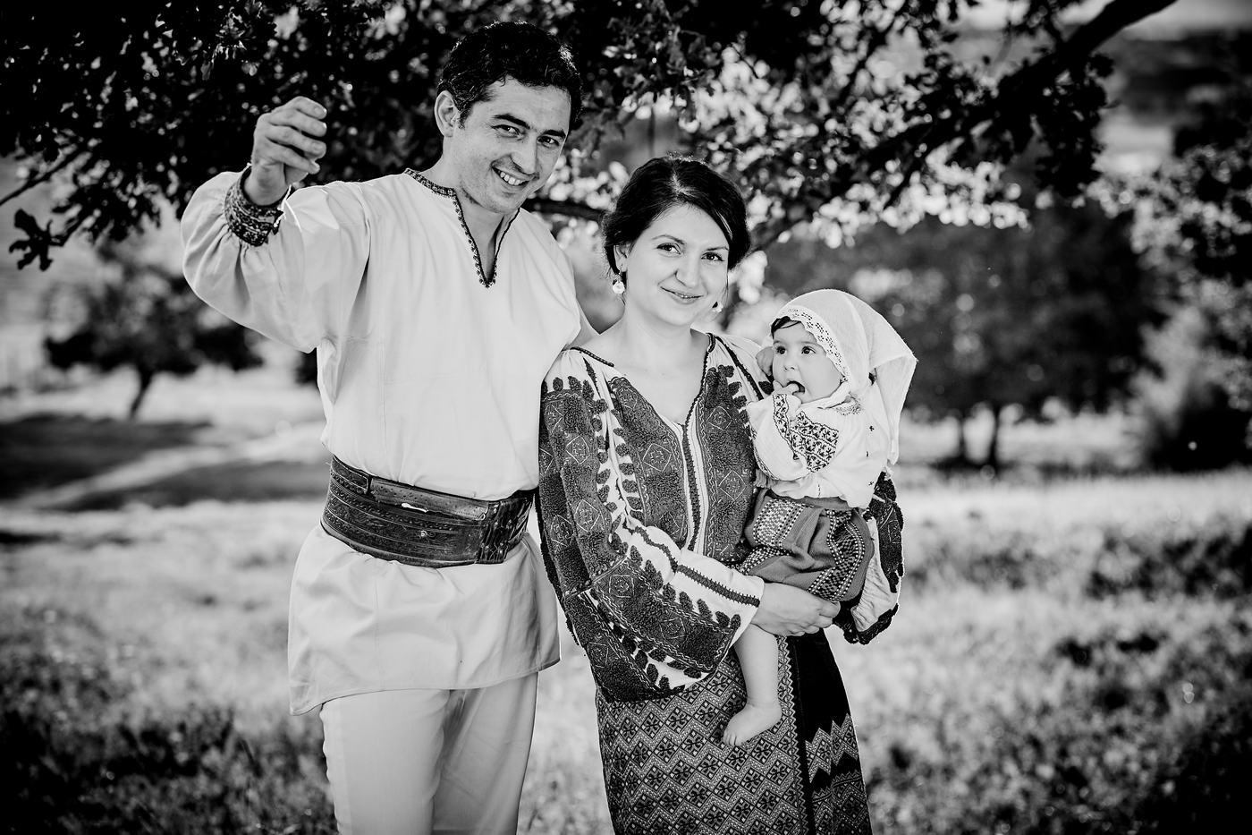 Sedinta Foto Costume Populare Traditionale Parinti Si Bebe (28)