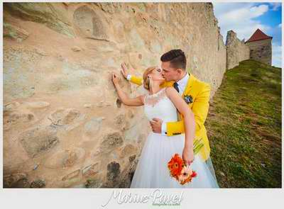 Fotografii cu mirii la Cetatea Rupea
